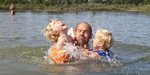 Heerlijk zwemmen in het recreatiemeer op de Kienehoef